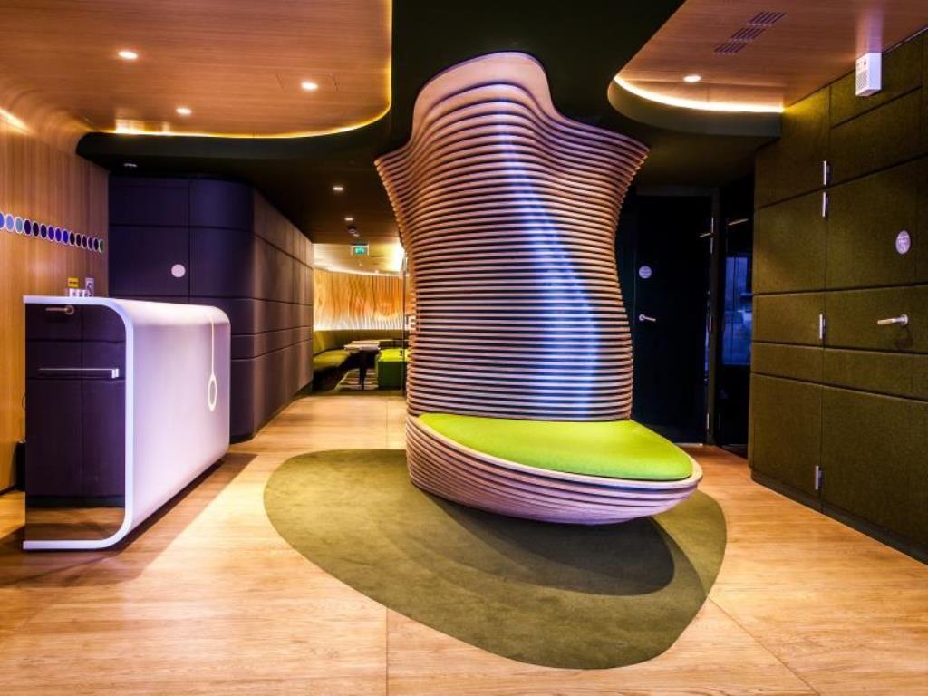 Ora Ito  et son Hôtel inspiré du film 2001 Odyssée de l'espace